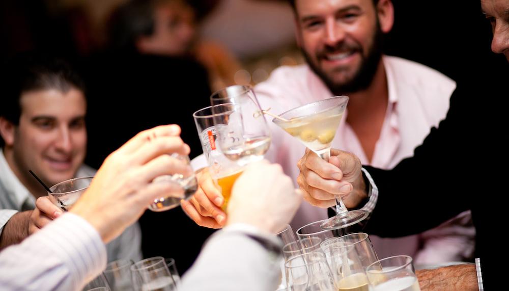 Không quy định bắt buộc bất cứ loại thức uống nào khi nâng ly