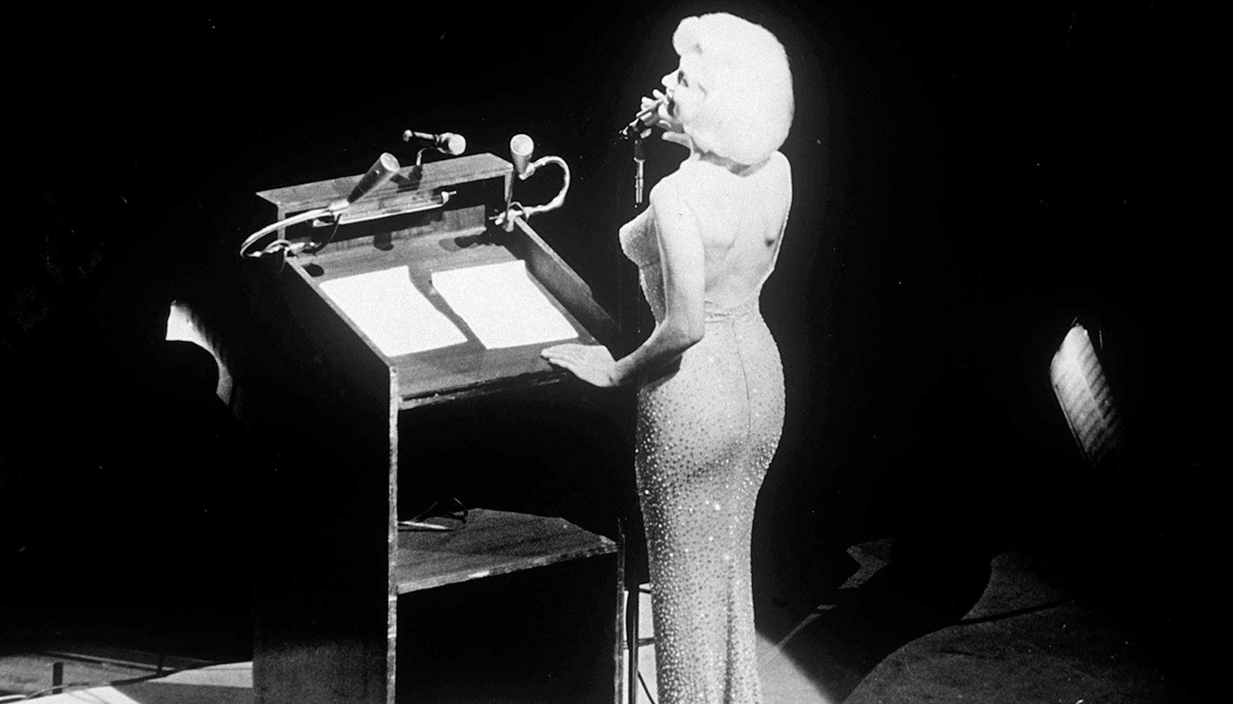 Bộ váy Marilyn Monroe mặc trong tiệc chúc mừng sinh nhật cố Tổng thống John F Kennedy được bán với giá tới hơn 4 triệu USD