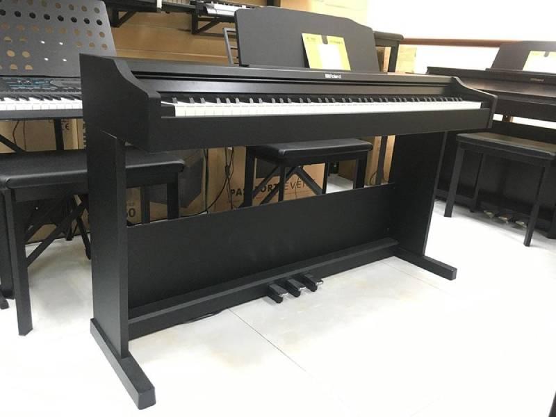 đàn piano Roland RP-102
