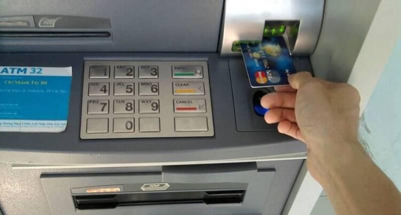 Rút tiền mặt thẻ tín dụng từ ATM