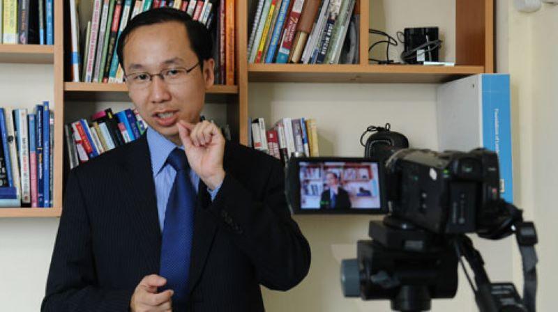 Vương Hữu Hùng trong buổi quay video
